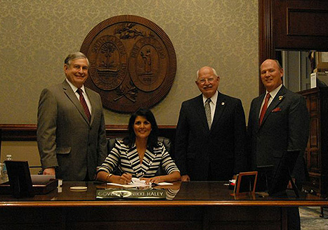 Governor signs Volunteer Service Personnel Appreciation Act